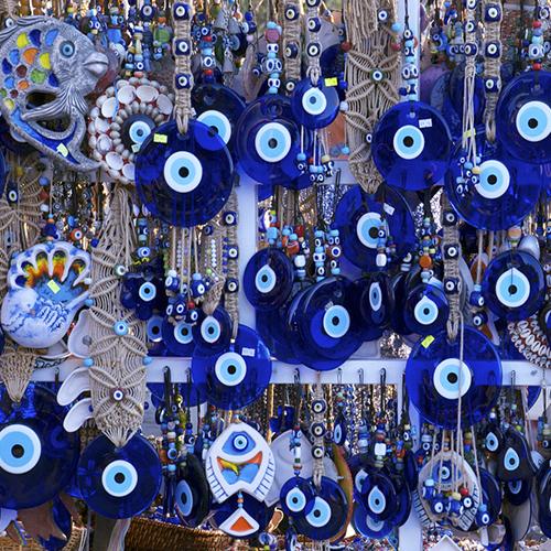 синий цвет защищает